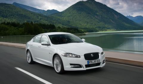 nuevo-jaguar-xf-motor-diesel-cuatro-cilindros-restyling-frontal