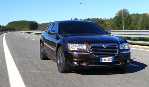 Frontal del nuevo Lancia Thema