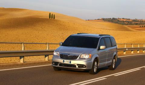 Nuevo Lancia Voyager, parrilla frontal