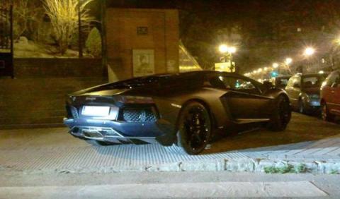 El Lamborghini Aventador de Cristiano Ronaldo, en grúa