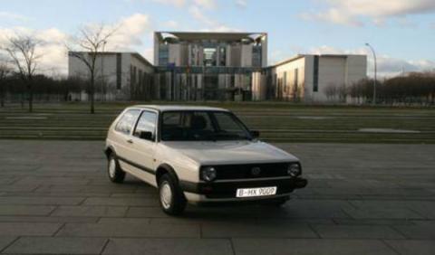 Sale a subasta el Volkswagen Golf de Angela Merkel de 1990