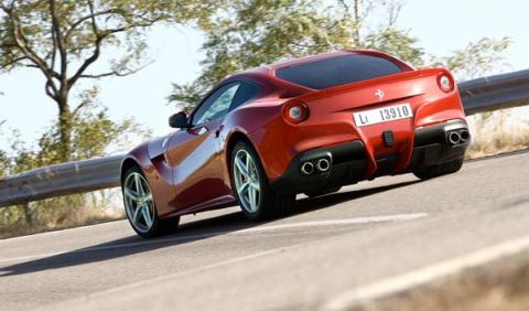 Ferrari F12berlinetta contra Ferrari 599 GTO