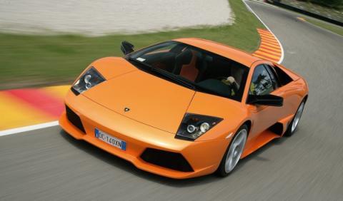 Estrella un Lamborghini Murcielago y se da a la fuga