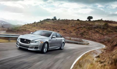 Jaguar-XJR-dinámica-frontal