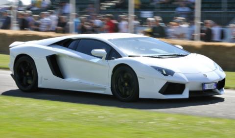 La Policía dubaití 'adopta' un Lamborghini Aventador