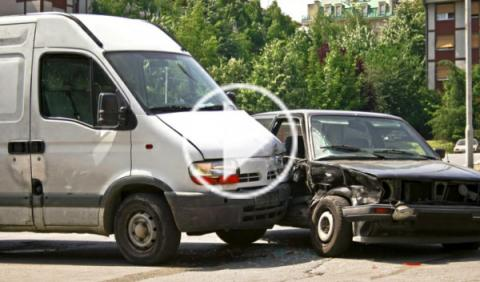 Espectacular accidente de tráfico en Moscú