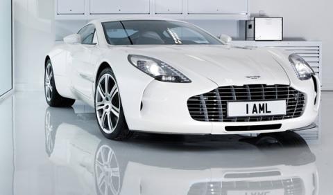 Otro cochazo para la Policía de Dubai: Aston Martin One-77
