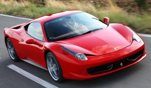 Justin Bieber pinta de azul celeste su Ferrari 458 Italia