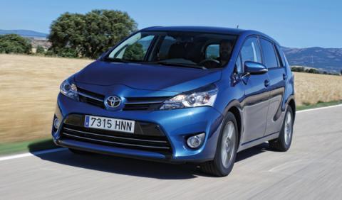 Toyota-Verso-120D-delantera