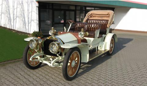 Subastan uno de los Mercedes más antiguos del mundo