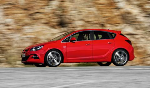 Opel Astra BiTurbo lateral