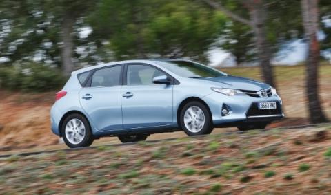 Toyota-Auris-90-CV-lateral