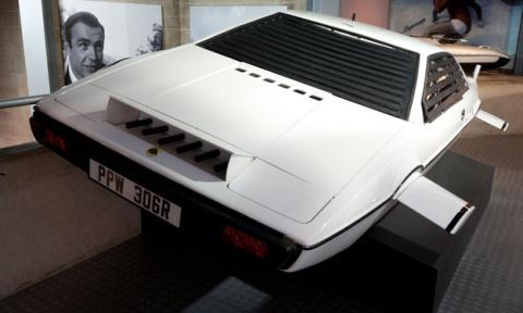 A la venta la mayor colección de coches de James Bond