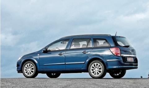 Opel Astra SW Segunda Mano lateral
