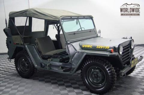 Venden un Jeep Willys de 1966 con ametralladora
