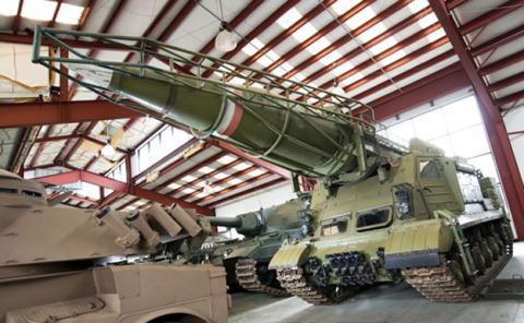 A subasta la mayor colección de vehículos militares