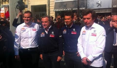 Sainz y Despres en la presentación de Peugeot en París