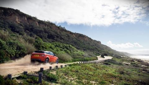 Cazan al Range Rover Sport RS con un 'bonito' camuflaje