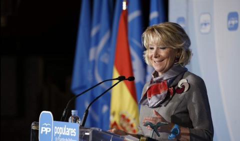 Esperanza Aguirre atropella la moto de un policía y se fuga