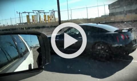 Vídeo: un Nissan GT-R escapa a toda mecha de la Policía