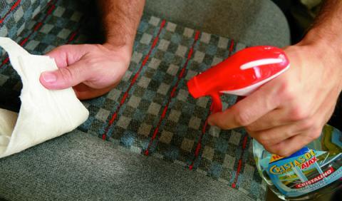 23 trucos caseros para limpiar las manchas de la tapicería ...