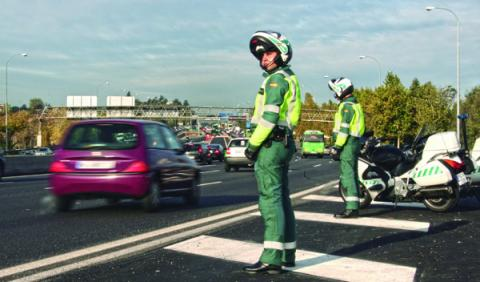 Los coches de la Guardia Civil, inseguros según la DGT