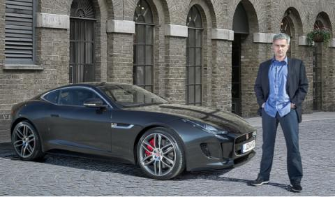 Jo´se Mourinho con el primer Jaguar F-Type Coupé