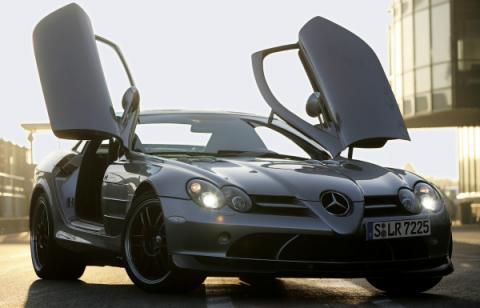 Un Mercedes SLR 722 S negro mate, a la venta en Dubai