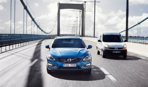 Volvo deja que 100 coches circulen 'solos' por Suecia