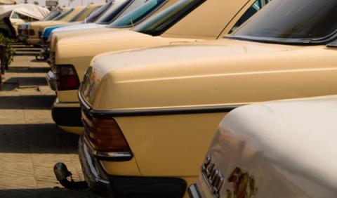 Los taxis clásicos Mercedes 240 de Marruecos se jubilan