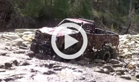 El Toyota Hilux vuelve a la carga: guerra al lodo
