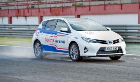 24-h-híbridas-Toyota-lluvia
