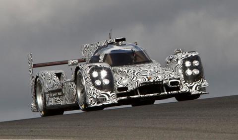 Porsche en Le Mans con cuatro coches oficiales
