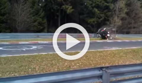 Un Honda CR-V acaba desintegrado en Nürburgring