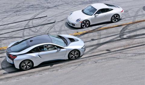 Porsche 911 contra BMW i8