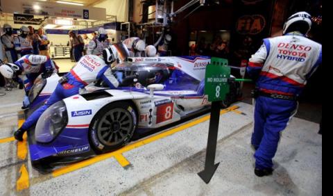 Toyota lidera la noche Le Mans 2014