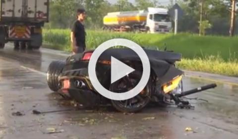 Un Lamborghini Gallardo acaba partido por la mitad
