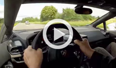 A 329 km/h por la autopista en un Lamborghini Huracán