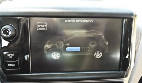 Peugeot 2008 hybrid air pantalla