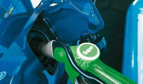 Los precios de la gasolina y el diésel bajan ligeramente