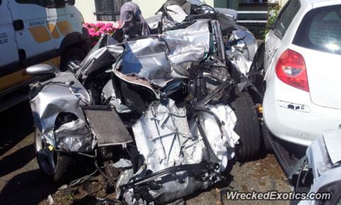 Un accidente deja irreconocible un Porsche 911 Turbo