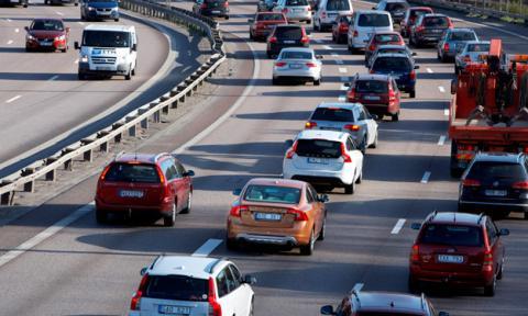 4 cosas que debes hacer si tu coche se avería en autopista