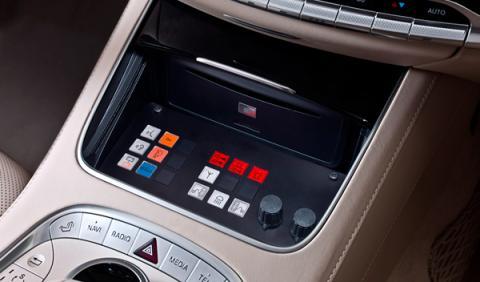 Todos los sistemas se controlan desde la consola central. Sirenas, oxígeno o el extintor se activan desde el puesto de conducción