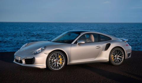 Adam Levine estrena su nuevo Porsche 911 Turbo S
