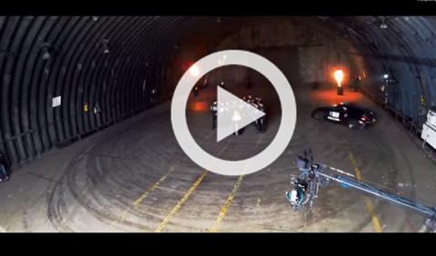 Se marca un drift perfecto al volante de un Nissan 370Z