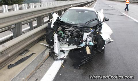 Un McLaren 650 Spider, destrozado tras chocar en Austria