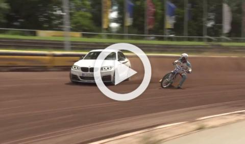 BMW M235i contra moto de Dirt-Track. ¿Cuál derrapa más?