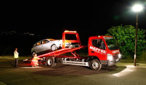 Multa de velocidad a una furgoneta que iba en grúa