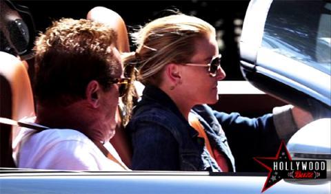 Arnold Schwarzenegger y su novia, en un Bugatti Veyron