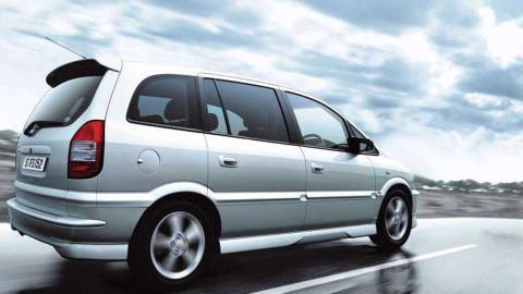 Subaru Traviq tres cuartos trasero